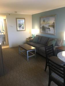 One-Bedroom King Suite with Sofa Bed - Non-Smoking