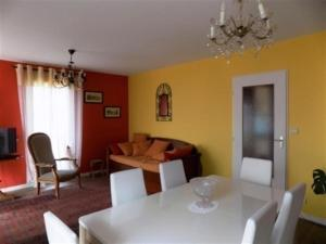 Apartment Bel appartement a deux pas du centre et proche de la mer 1, Апартаменты  Сен-Бревен-ле-Пен - big - 10