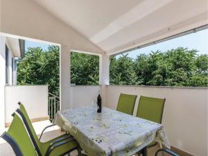 Three-Bedroom Apartment in Marcana, Ferienwohnungen  Marčana - big - 26