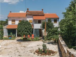 Three-Bedroom Apartment in Marcana, Apartments  Marčana - big - 1