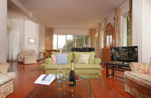 Villa Gecko, lovely family villa with private pool 100m from lake and shops, Vily  Gardone Riviera - big - 8