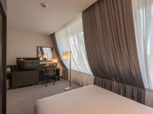 One-Bedroom Queen Suite - Mobility Accessible