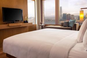 Shopping Package - Queen or Twin Room with Garden View (Upgrade to Harbour View)