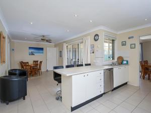 Government Road, 48, The Bay House, Apartmanok  Shoal Bay - big - 3