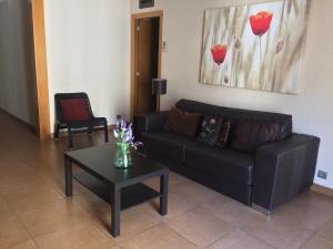 Three-Bedroom Apartment - Nou de la Rambla