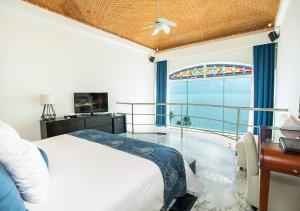 Президентский люкс с кроватью размера «king-size» рядом с океаном