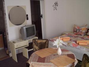 Kis Apartmanház, Apartmány  Hévíz - big - 18
