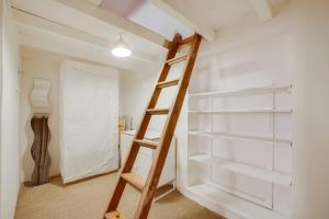 Air Rental - Un Loft en plein sur le Vieux-Port, Apartmány  Marseille - big - 8