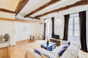 Air Rental - Un Loft en plein sur le Vieux-Port, Apartmány  Marseille - big - 2