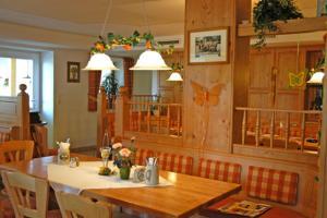 Gasthaus Gumping, Inns  Ainring - big - 10