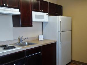 Deluxe Studio with 1 Queen Bed - Non-Smoking - Disability Access