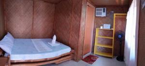 Guanna's Place Room and Resto Bar, Inns  Malapascua Island - big - 60