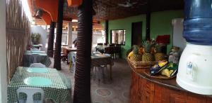 Guanna's Place Room and Resto Bar, Inns  Malapascua Island - big - 125
