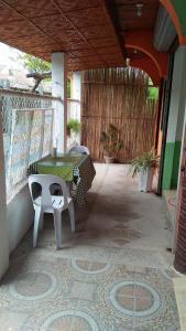 Guanna's Place Room and Resto Bar, Inns  Malapascua Island - big - 122