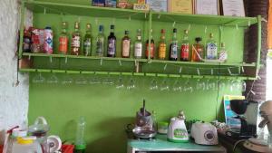 Guanna's Place Room and Resto Bar, Inns  Malapascua Island - big - 121