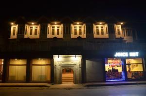 Kaisar, Hotels  Srinagar - big - 12