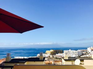 Ocean View Retro-Chic Apartment