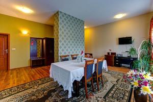 Hotel i Restauracja Bona, Hotely  Sanok - big - 16