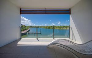 Waterfront Villa Close to Commonwealth Game