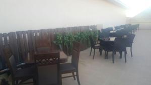 Madar Suites, Apartmanhotelek  Yanbu - big - 59