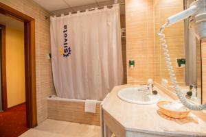 Hotel Silvota, Отели  Lugo de Llanera - big - 5
