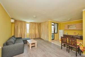 Evi Apartments 2, Apartmanok  Pomorie - big - 26