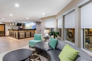 Baymont Inn & Suites - Pella
