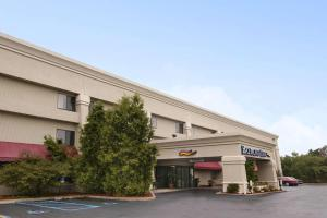 Baymont Inn and Suites - Battle Creek