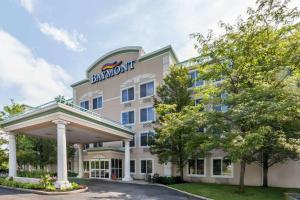 Baymont Inn and Suites Grand Rapids N-Walker