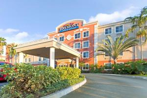 Baymont Inn and Suites Miami Airport West