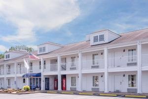 Baymont Inn and Suites - Albany