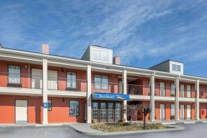 Baymont Inn and Suites - Cleveland