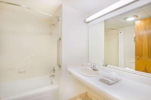 Baymont Inn & Suites Sandusky, Hotels  Sandusky - big - 39