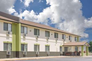 """Baymont Inn & Suites Ames"""