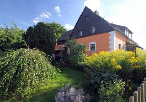 Ferienwohnung-Waldstrasse-mit-Garten-nur-50-Meter-vom-Wald-entfernt - Kleinbüchlberg