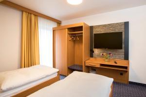Hotel Restaurant Jägerhof, Hotel  Weisendorf - big - 2