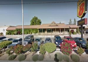 Super 8 Meadow Wood Courtyard, Hotely  Reno - big - 25