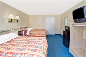 Superior Double Room with Roll-in Shower - Disability Access/Non-Smoking