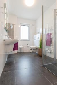 Haus Baltic Cube, Ferienwohnungen  Börgerende-Rethwisch - big - 211
