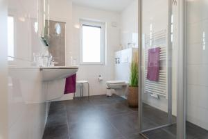 Haus Baltic Cube, Ferienwohnungen  Börgerende-Rethwisch - big - 210