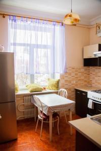 Hrushevsky Apartment Near The Theater, Apartmanok  Ternopil - big - 31