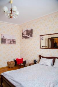 Hrushevsky Apartment Near The Theater, Apartmanok  Ternopil - big - 35