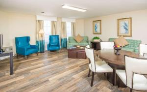 Family Suite with One King Bed and Two Queen Beds