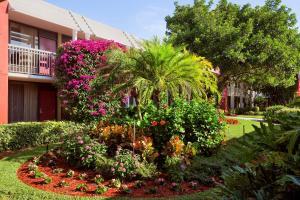 Ramada Naples, Hotely  Naples - big - 64