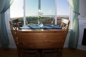 Queen Studio with Ocean View - Pet Friendly #202