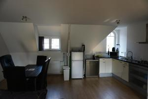Cozy & spacious 2-level loft with a FREE PARKING per request, Apartments  Eindhoven - big - 4