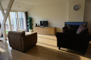 Cozy & spacious 2-level loft with a FREE PARKING per request, Apartments  Eindhoven - big - 6