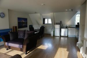 Cozy & spacious 2-level loft with a FREE PARKING per request, Apartments  Eindhoven - big - 9