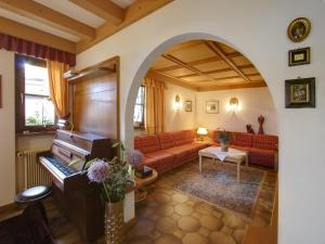 Garni Ingrid, Bed and Breakfasts  Dobbiaco - big - 19