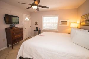 Haley's Couples Retreat, Motely  Holmes Beach - big - 6